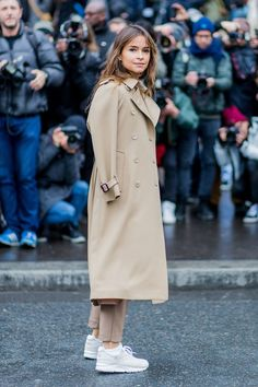 Let the Weather Get You Down: This Is How to Dress for Work When It's Raining rainy day work outfit ideas trench miroslava duma Rainy Day Outfit For Spring, Cute Rainy Day Outfits, Rainy Day Fashion, Fall Outfits For Work, Cold Weather Outfits, Fashion Week, Work Fashion, Outfit Of The Day, Dresses For Work