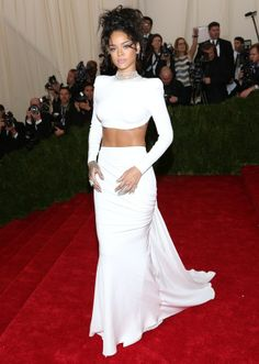 rihanna met gala 2014 | Kim Kardashian, Rihanna, Beyoncé: Met Ball 2014 red carpet looks ...