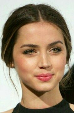 Ana de Armas in 2020 Most Beautiful Faces, Beautiful Girl Image, Beautiful Eyes, Gorgeous Women, Beautiful People, Girl Face, Woman Face, Beautiful Actresses, Pretty Face