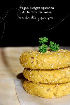 Vegan Burger speziato di lenticchie rosse con dip allo yogurt greco