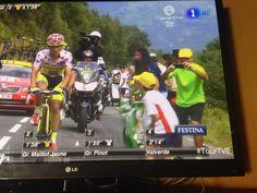 Banderas y camisetas del Betis en etapa del tour de Francia;
