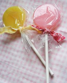 Why do I love candy so much? Lollipop Cookies, Pink Cookies, Lollipop Sticks, Love Candy, Hard Candy, Homemade Lollipops, Candy Packaging, Candy Molds, Pen And Paper