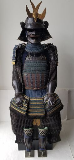 Japanese Akoda Nari Armor with Swallow Tail Meadate Japanese Warrior, Leagues Under The Sea, Samurai Armor, Body Armor, War Machine, Japanese Art, Old And New, Air Lines, Helmets