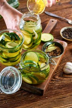 Marynowana cukinia Preserves, Pickles, Cucumber, Food And Drink, Jar, Healthy Recipes, Homemade, Drinks, Cooking