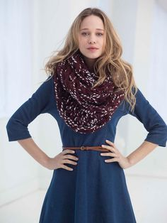 2 Color Arm Knit Cowl in Lion Brand Wool-Ease Thick & Quick - L40017. Discover more Patterns by Lion Brand at LoveKnitting. The world's largest range of knitting supplies - we stock patterns, yarn, needles and books from all of your favorite brands.