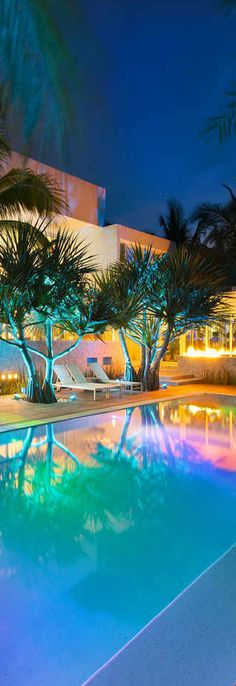 A Modern Home in Key Biscayne Florida Beautiful Pools, Beautiful Space, Miami Vice Theme, Key Biscayne Florida, Multi Million Dollar Homes, Porches, House Worth, Expensive Houses, Cool Pools