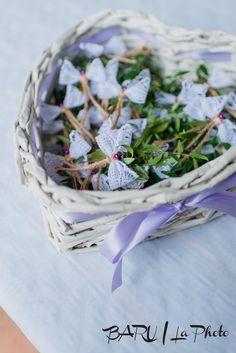Svatební+krajkové+vývazky+Vývazky+jsou+vyrobeny+z+krajky+a+jutového+provázku,+včetně+špendlíku.+Na+přání+lze+změnit+barvu+špendlíku.+Cena+uvedena+za+1ks.+Úvodní+fotografie:+Baru+la+pohoto Wedding Tips, Fall Wedding, Our Wedding, Diy Ribbon, Wedding Designs, Projects To Try, Wedding Decorations, Bridal, Weeding