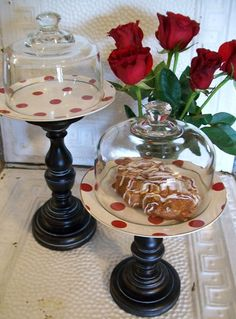 DIY: Decorative Plates Attached To Candlesticks And Glass Cover. Crafts To Make, Fun Crafts, Creation Deco, Dollar Tree Crafts, Deco Floral, Diy Cake, Cake Plates, Dollar Stores, Candlesticks