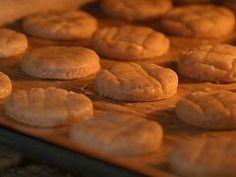 Škvarkové pagáče — Všechno, co mám ráda — Česká televize Cookies, Desserts, Food, Crack Crackers, Tailgate Desserts, Deserts, Biscuits, Essen, Postres