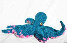 Just in time for the holidays, it's… an octopus. Merry Octopusmas? I had scrap yarn left over from making these cozy legwarmersand decided to play around and come up with a new pattern…