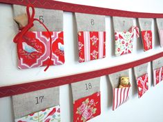 Avent Noël calendar 24 drapeaux lin de Bruant avec belle Tilda « Maison de Noël » tissu poches fait d'ordre UK livraison gratuite