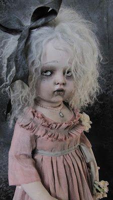 "Junkie Doll or Courtney Love- M ""Léonor"" Bru custom, OOAK, par Julien Martinez, collection privée"