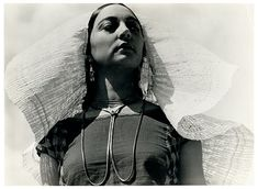 Rosa Covarrubias vestida de tehuana - Edward Weston
