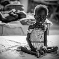 Quanto pesa una lacrima? Dipende: la lacrima di un bambino capriccioso pesa meno del vento, quella di un bambino affamato pesa più di tutta la terra. Vivere in #Southsudan .@Hopefocus: https://twitter.com/Hopefocus/status/764330835440988160?s=09
