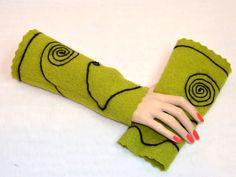 Armstulpen Walk von Pirkko Textilwerkstatt - Stoffe und Genähtes auf DaWanda.com