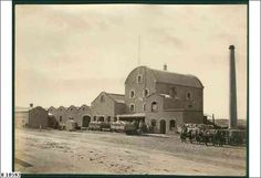 Gawler   DESCRIPTIONAlbion Mills, horsedrawn wagons pulled up outside ready for unloading grain   DATEca.1877