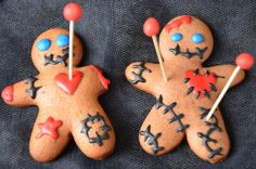 Voodoo cookies {gingerbread revisited for Halloween} - Trend Double Chip Cookie Recipe 2019 Halloween Desserts, Buffet Halloween, Postres Halloween, Halloween Cookies, Halloween Treats, Halloween Decorations, Voodoo Halloween, Fete Halloween, Halloween Food For Party