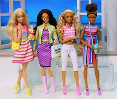 More holiday vacation outfits. Barbie& dog saw the vet recently, has to wear an E-collar for a little while. Beautiful Barbie Dolls, Vintage Barbie Dolls, Diy Barbie Clothes, Barbie Stuff, Barbie Dog, Barbie Fashionista Dolls, Barbie Princess, Barbie Patterns, Barbie Collector