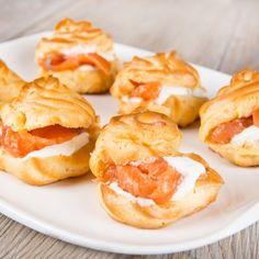 tuulihatut Profiteroles, Tapas, Italian Pastries, Pastry Cake, Bagel, Italian Recipes, Baked Potato, Sushi, Appetizers
