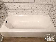painting bathtub before and after Home Improvement, Diy Abschnitt, Diy Bathtub, Clean Bathtub, Bathtub Tile, Painting Bathtub, Bathtub Ideas, Tile Painting, Spray Painting, Black Painting, Bathroom Ideas