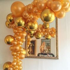 Big beautiful gold garland for @bally 🎉🎁 #balloongarland #christmas