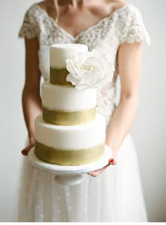 Holiday Inspiration | Gold and white wedding cake