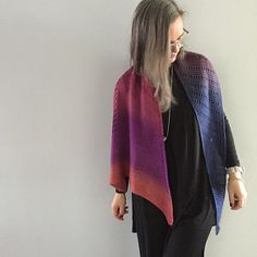 An elegant and simple shawl that can be worn as a scarf.