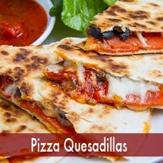There is nothing better than an easy 10-minute recipe that is a combination of two amazing dishes! Try this Pizza Quesadilla #Recipe for a simple & tasty Monday night dinner! #SimpleRecipes #MondayDinner #DinnerRecipe