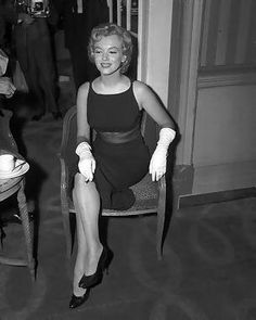 Marilyn Monroe - July 15, 1956 - the day after their arriving in England, Marilyn and Arthur Miller held, at the London Savoy Hotel, a new press conference to announce the beginning of the shooting of The Prince and the Showgirl