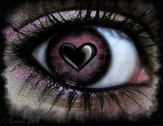 EYE HEART - links to some other cool digital art eyes