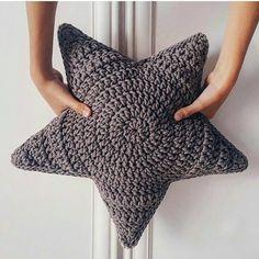 Post - tricot,stricken-Love that increase method! Crochet Motifs, Free Crochet, Knit Crochet, Crochet Patterns, Crochet Cushions, Crochet Pillow, Crochet Stars, Crochet Slippers, Dakota Johnson