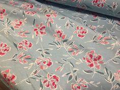 100% bavlněný úplet-květy na šedozelené Látky metráž Rugs, Home Decor, Farmhouse Rugs, Decoration Home, Room Decor, Floor Rugs, Rug, Carpets, Interior Decorating