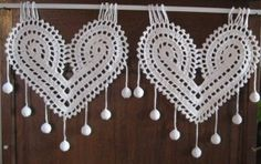 Tout nouveau, tout beau : le Coeur Celtique (ou Celtic Heart) La dernière création de l'Atelier : ce petit rideau est idéal pour les fenêtres et portes à petits carreaux ou de petites dimensions. Il peut aussi se poser côte à côte selon la largeur demandée....