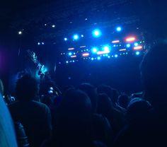 Tratando de sobrevivir en un concierto siendo chica y piti | La Betty Rizzo Concert, Dancing, Girls
