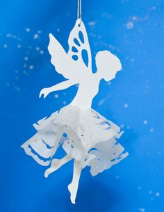 christmas tree paper If you like cutting snowflakes out of paper, make a paper snowflake fairy with our free printable template! A great winter craft for kids that can be used as a Christmas tree ornament. Paper Snowflake Template, Paper Doll Template, Paper Dolls Printable, Paper Snowflakes, Fairy Templates, Templates Printable Free, Magical Christmas, Christmas Paper, Christmas Tree