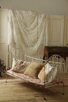 アンティーク アイアンベビーベッド(シャビーホワイト) French Vintage Folding Babybed