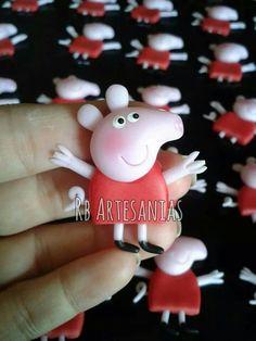 Se encontró en Google desde pinterest.com Polymer Clay Miniatures, Polymer Clay Crafts, George Pig, Alice, Biscuit, Disney Tsum Tsum, Pasta Flexible, Fondant, Christmas Ornaments