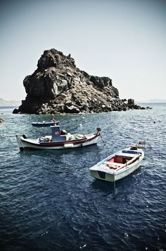 Santorini, Oia, boats at Ammoudi..I jumped from this cliff!