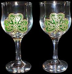 Pair of Wine Glasses in Shamrock Design
