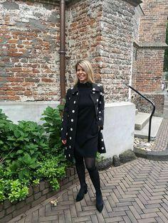 Een jurkje en schoenen van Natan Couture, gecombineerd met een jas van Boutique Moschino   HB MODE, Ommen: Fashion in Overijssel Grunge Fashion, Boho Fashion, High Fashion, Autumn Fashion, Vintage Fashion, Fashion Outfits, Marc Cain, Boutique Moschino, Couture