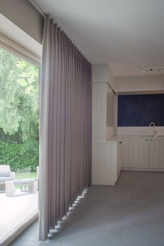 Curtains, shutters and more. View atmospheric images on . Curtains, shutters and more. Curtains For Bifold Doors, Curtains With Blinds, Valance, Living Room Interior, Room Decor Bedroom, Living Room Decor, Ceiling Curtains, Balcony Design, Curtain Designs