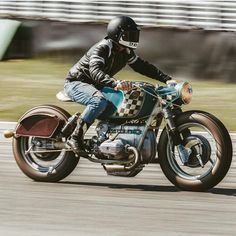A nice BMW spotted at by Nice patina! Who knows … A nice BMW spotted at by Nice patina! Scrambler Motorcycle, Bmw Motorcycles, Vintage Motorcycles, Custom Motorcycles, Custom Bikes, Cafe Racers, Bmw Cafe Racer, Cafe Racer Build, Bmw R100