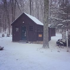 I thought our little workshop looked so pretty this morning with a light snow coming down. #snow #snowday #woodshop #workshop #prettyday #photooftheday #instalike #inthewoods #woods #simplelife #slowlife