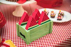Festa tema Picnic para irmãos | Macetes de Mãe Party Themes, Party Ideas, Decorative Boxes, Tropical, Cool Ideas, Little Girls, Party, Ideas Party