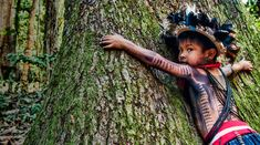 Criança do grupo indígena Paiter Surui no Brasil