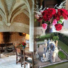 Roses au Château du Moulin Conservatoire de la Fraise  Ouvert 7j7 de 10h à 12h30  et de 14h à 18h30 jusqu'au 30 septembre. A 30mn de Chambord, Blois et du Zooparc de Beauval  www.chateau-moulin-fraise.com  #coeurvaldeloir #OTvaldechersaintaignan #loiretcher #sologne #MagnifiqueFrance #sologne #mon41
