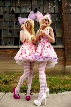 Bubbles with a touch of lolita fashion. http://www.modelmayhem.com/portfolio/pic/24063116