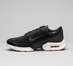 Womens Air Max Jewell SE Trainer £99