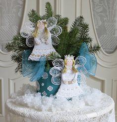 kari Snow Globes, Christmas Ornaments, Holiday Decor, Christmas Jewelry, Christmas Decorations, Christmas Decor