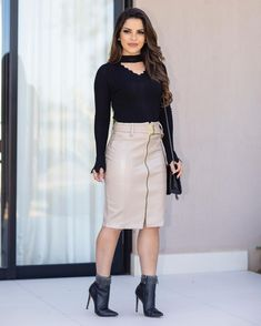 { Meu look } Ideal para o friozinho que chegou ❤️ Skirt Outfits, Sexy Outfits, Dress Skirt, Cool Outfits, Fashion Outfits, Kylie Jenner Fotos, Official Dresses, Conservative Fashion, Red Shirt Dress
